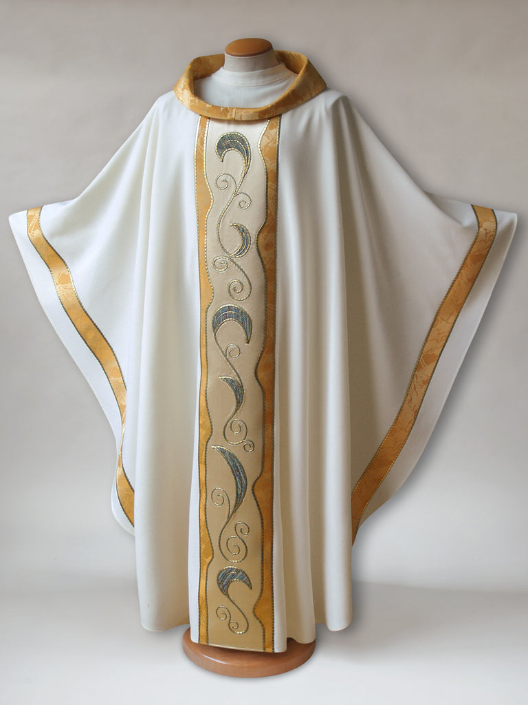 Art Nouveau White & Gold Chasuble