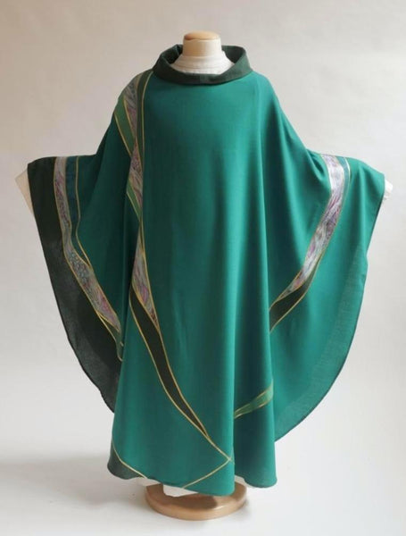 Curvilinear Green Chasuble