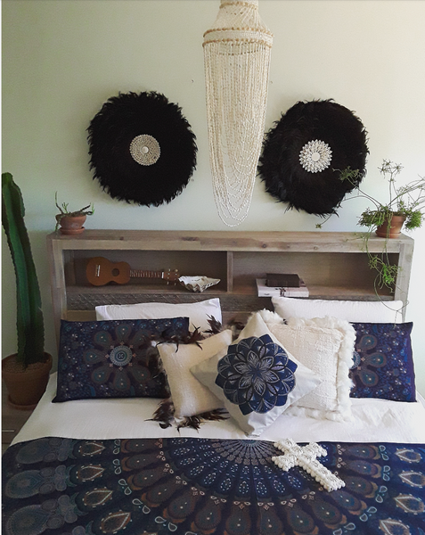 Coco feather shell wall hanging black or white - The boho gypsea
