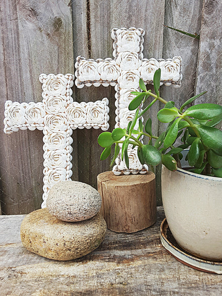 "Cross your heart  ""large shell cross"" - The boho gypsea"