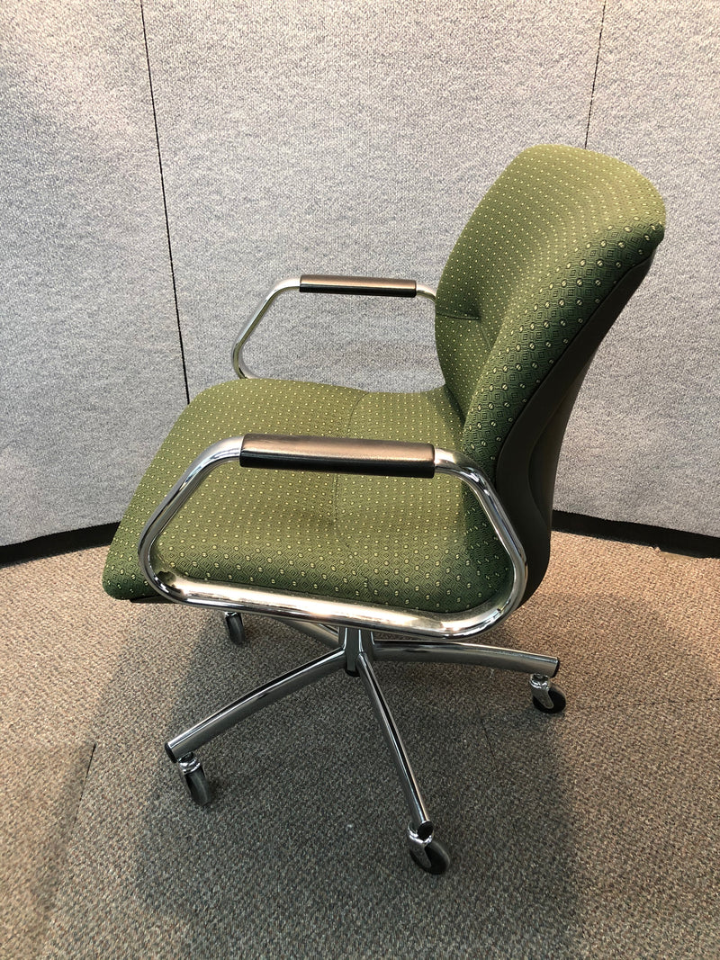 Steelcase Swivel Chair in Green fabric and Chrome Frame