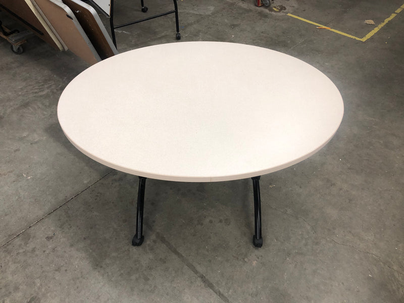 Oval Table in Off-White Laminate