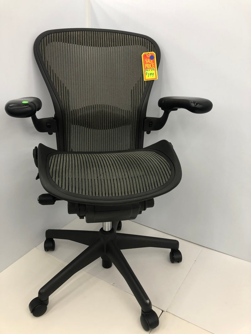 Herman Miller Aeron Swivel Chair Size B - Pale Green Mesh