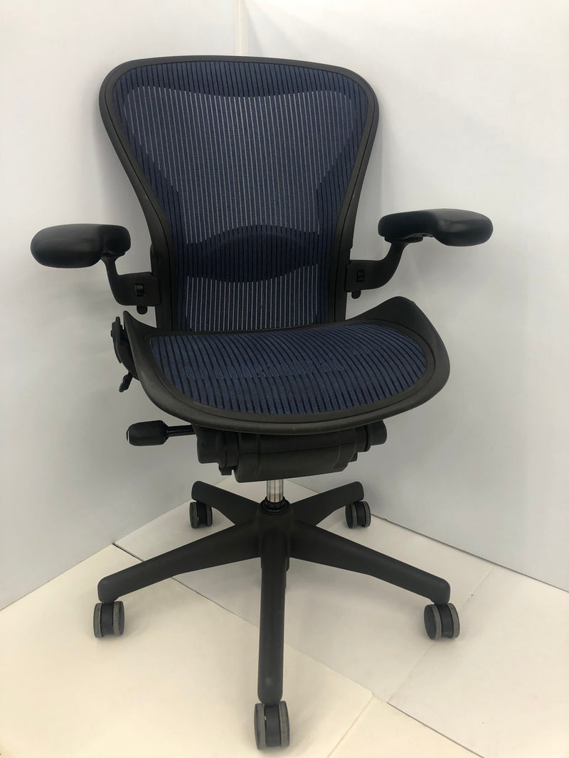 Herman Miller Aeron  Swivel Chair MINT Size B - Blue