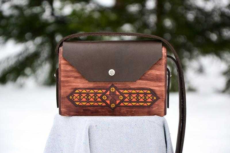 Wooden Bags (Envelope . Chocolate Brown Leather / Alder Tree Wood / Coloured Patterns)