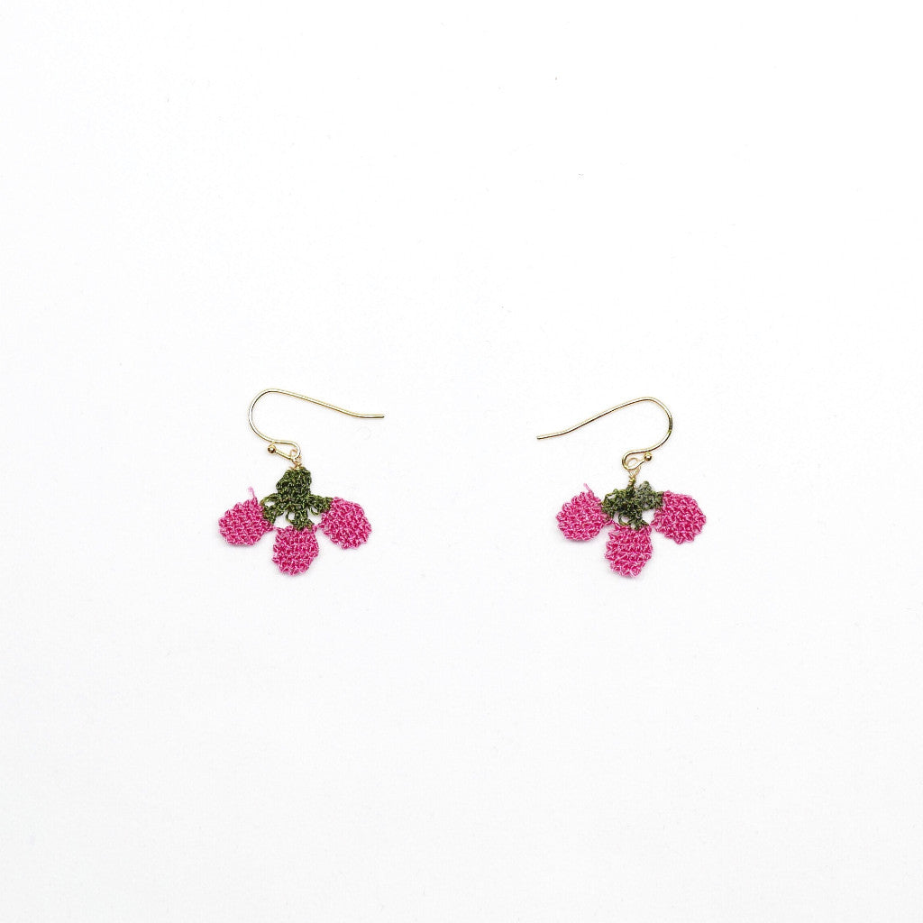 Little Strawberry Earrings (Pink) . 麻織士多啤梨耳環(粉紅色)