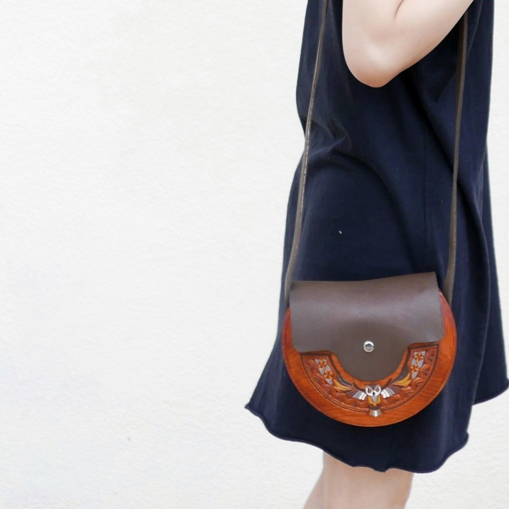 Wooden Bags (Half-Round . Brown Leather / Alder Wood / Coloured Owl)