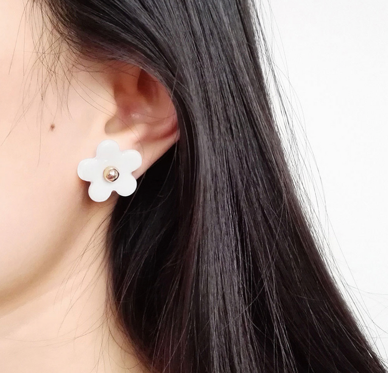 Everyday Porcelain Daisy Studs
