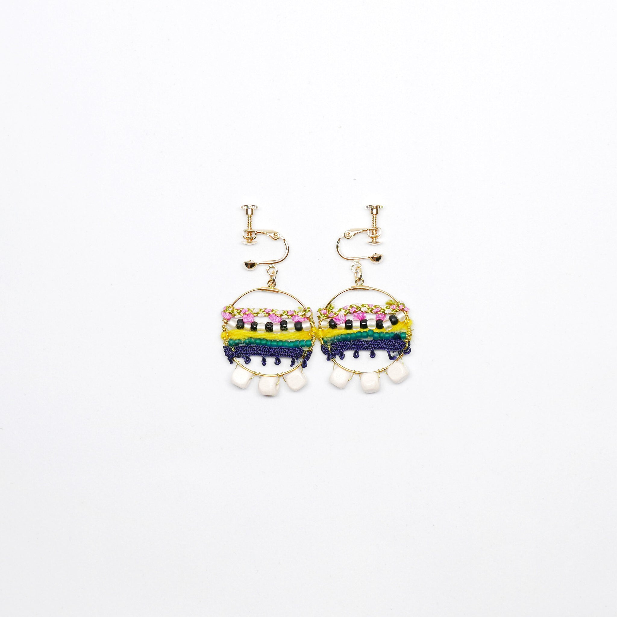 Knitted Circle Earrings (Clip on - White) . 冷織圈耳環 (夾耳式. 白色)