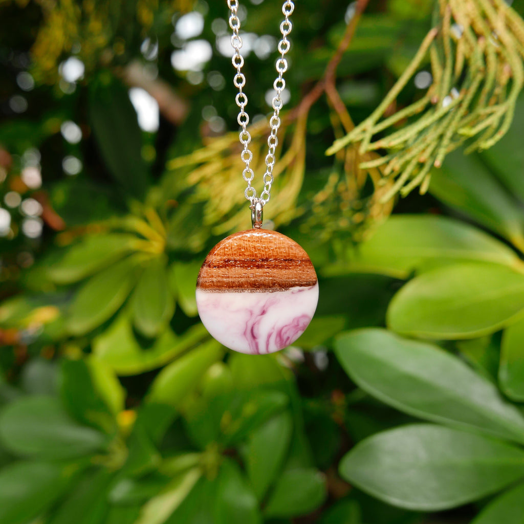Little Wood Necklace (Berry Milk)