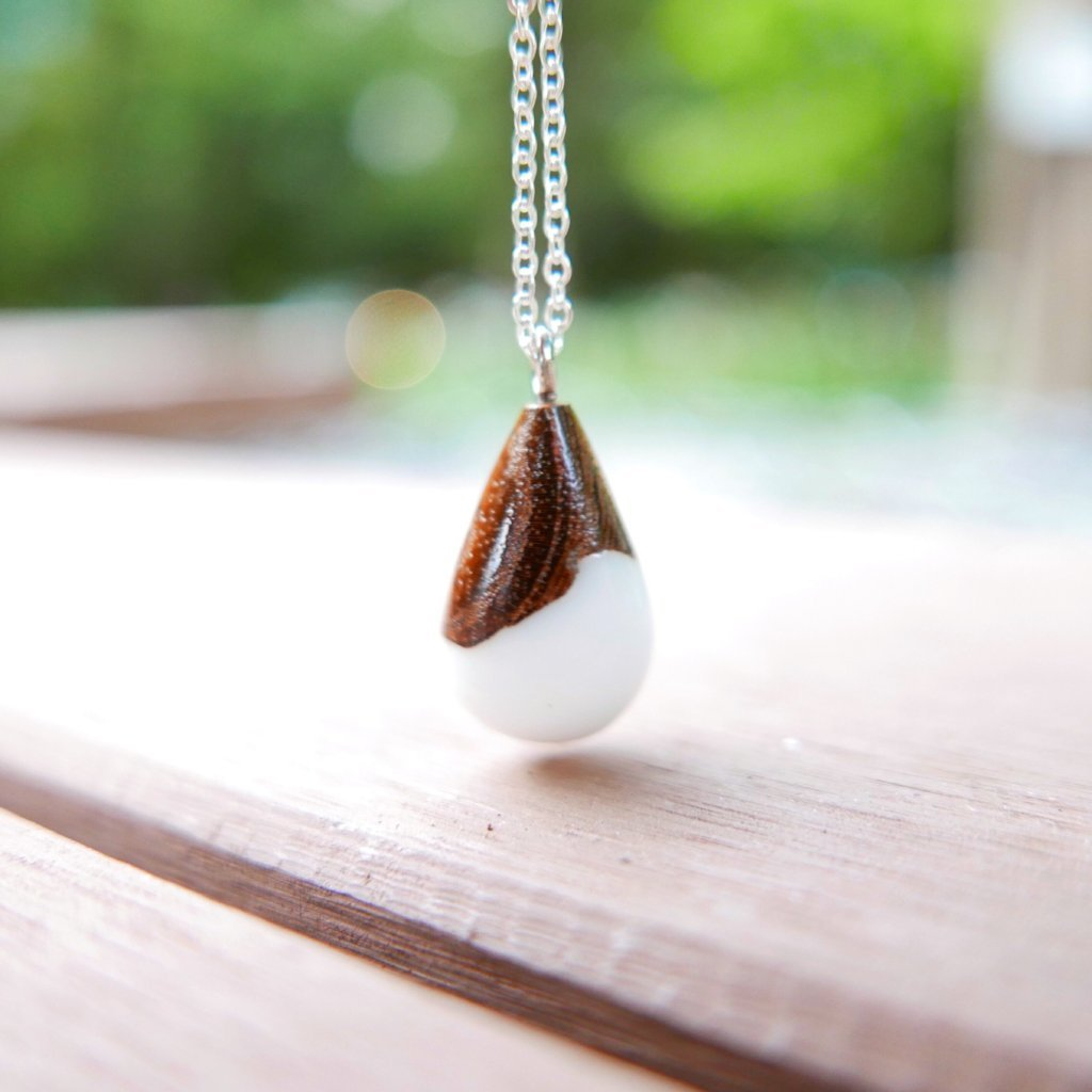 Little Wood Necklace (White)