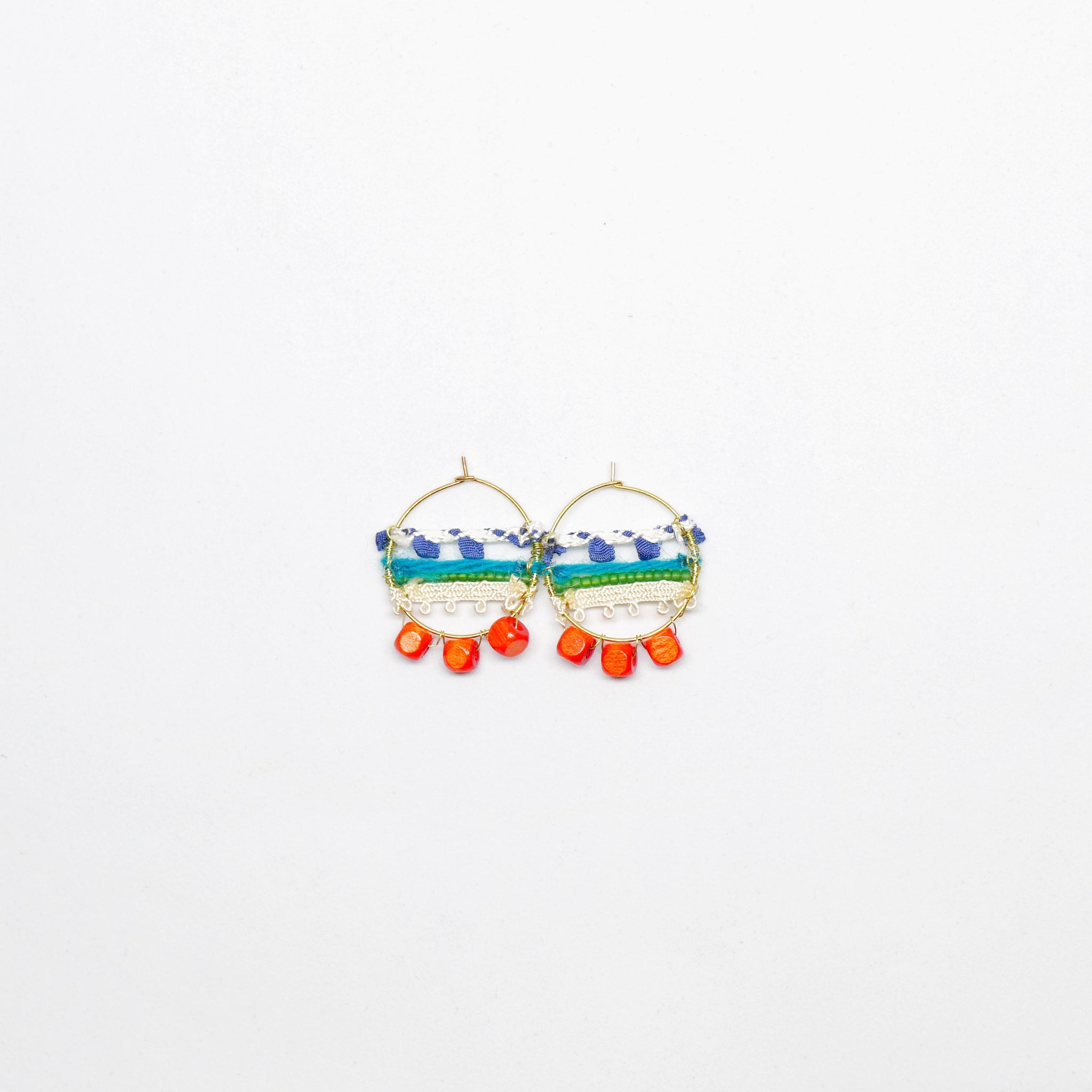 Knitted Circle Earrings (Orange) . 冷織圈耳環 (橙色)