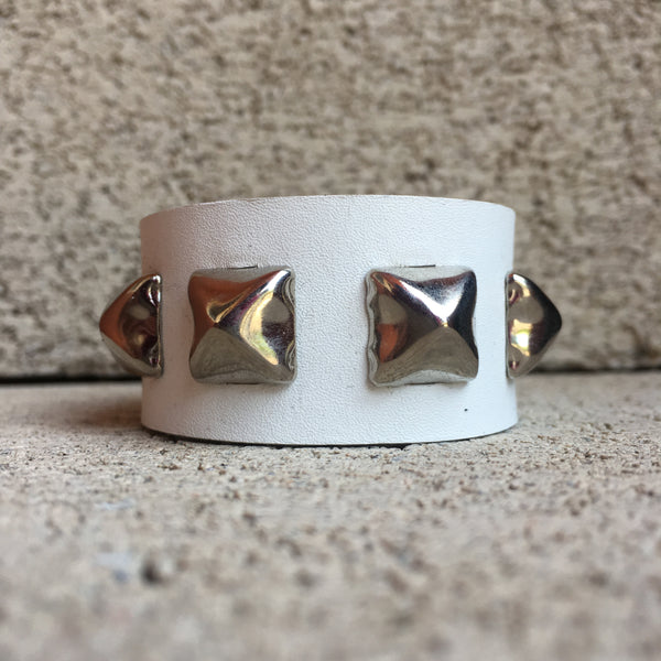 RTS Classic Single White Studded Cuff