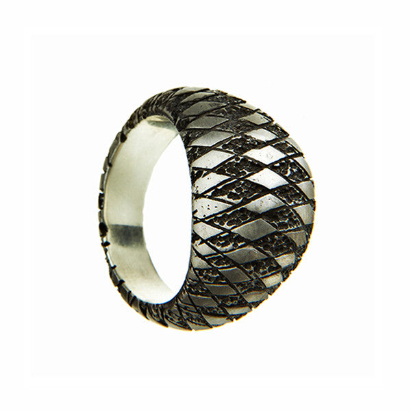 Chequered Bombé Silver Ring