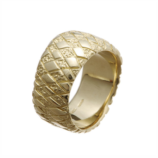 Chequered Curved Ring In 9ct Yellow Gold