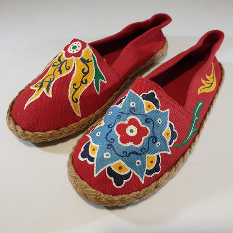 Eslimi Motif in Red Shoes