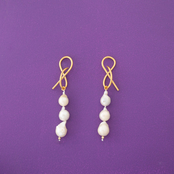 Teresa Three Pearls Statement Earrings in Gold - emme
