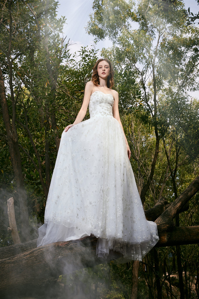 La Galaxia - Selena Huan clean-cut strapless natural flow star glittering lace ball gown