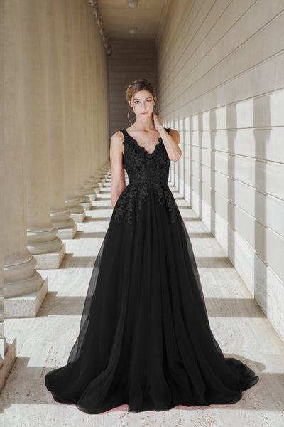 Black Queen - Selena Huan black V-neck lace light-weighted low-back A-line gown