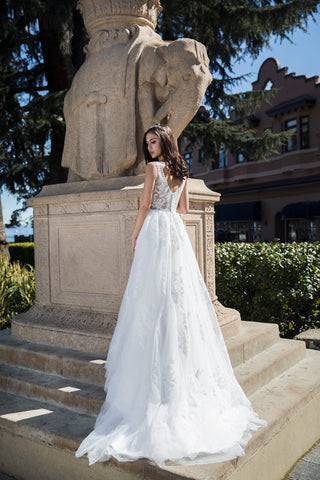 Gloria - Selena Huan deep V-check illusive Chantilly Lace light-weighted ball gown