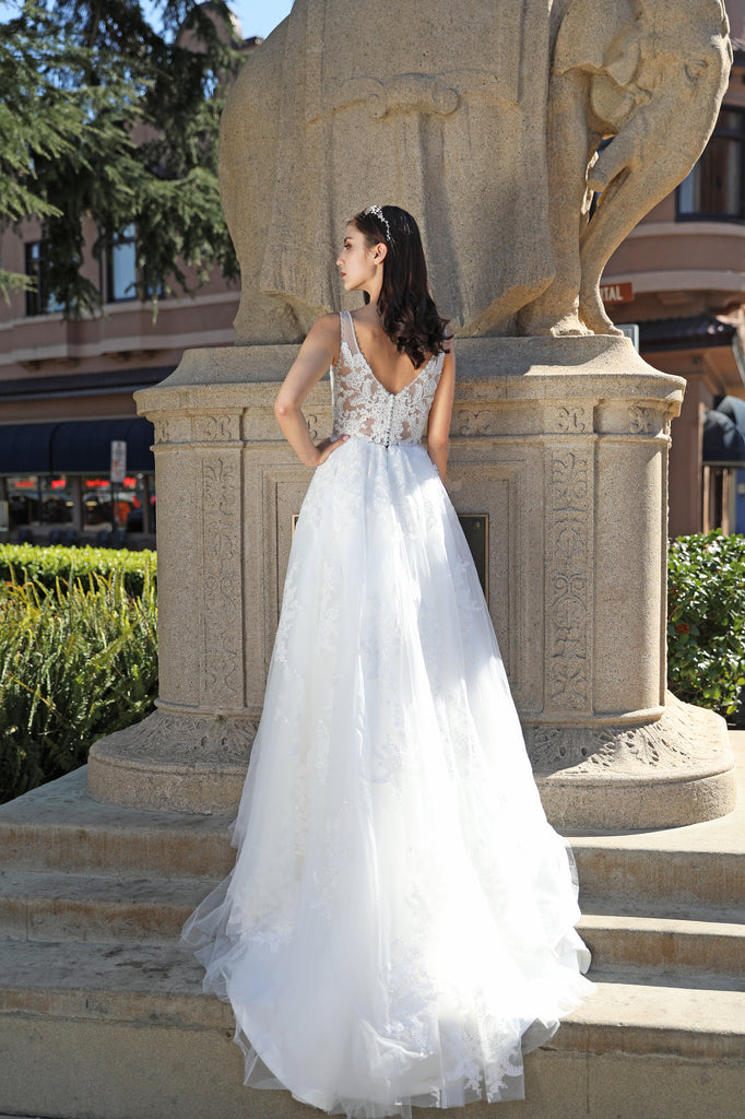 Gloria - Selena Huan deep V-neck illusive Chantilly Lace light-weighted ball gown