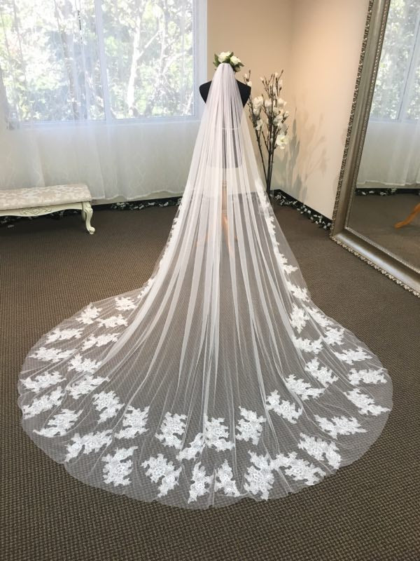 Soft French Chantilly lace long veil