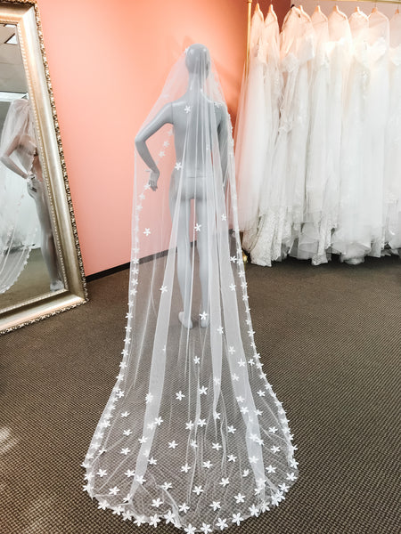 Fairy-tale 3D floral lace long veil