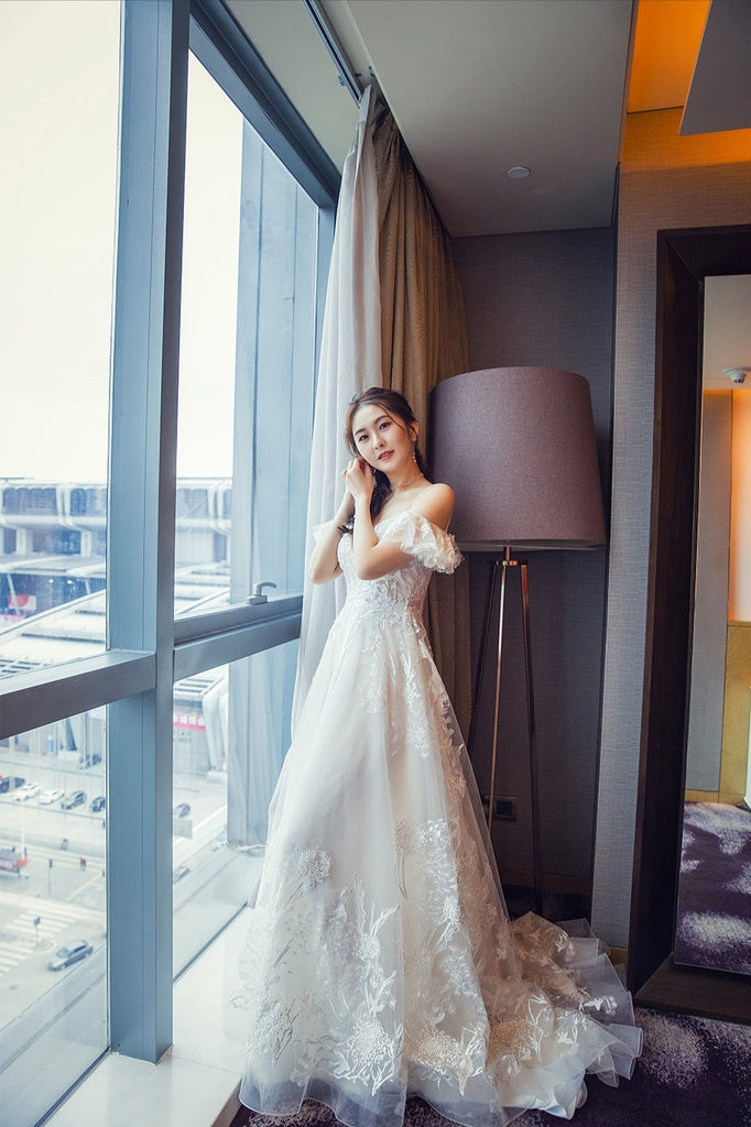 Yolanda - Selena Huan Romantic Off-the-shoulder Strap Italy Embroidery Lace Ball Gown
