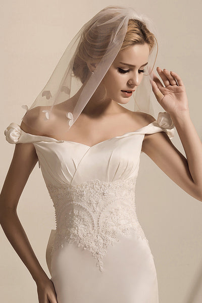 Shoulder-length 3D floral beaded veil