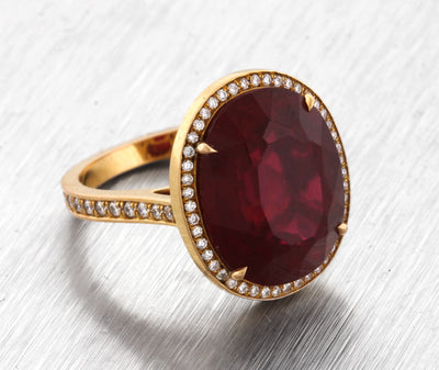 Lovely Ladies Estate 14K Yellow Gold Garnet Gemstone Diamond Cocktail Ring
