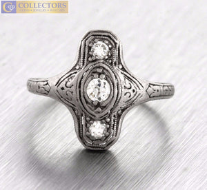 Lovely Ladies Antique Art Deco Platinum 0.20ctw Diamond Filligree Ring