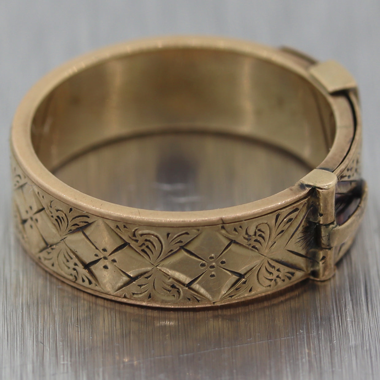 1870's Antique Victorian 14k Yellow Gold Buckle Wedding Band Ring