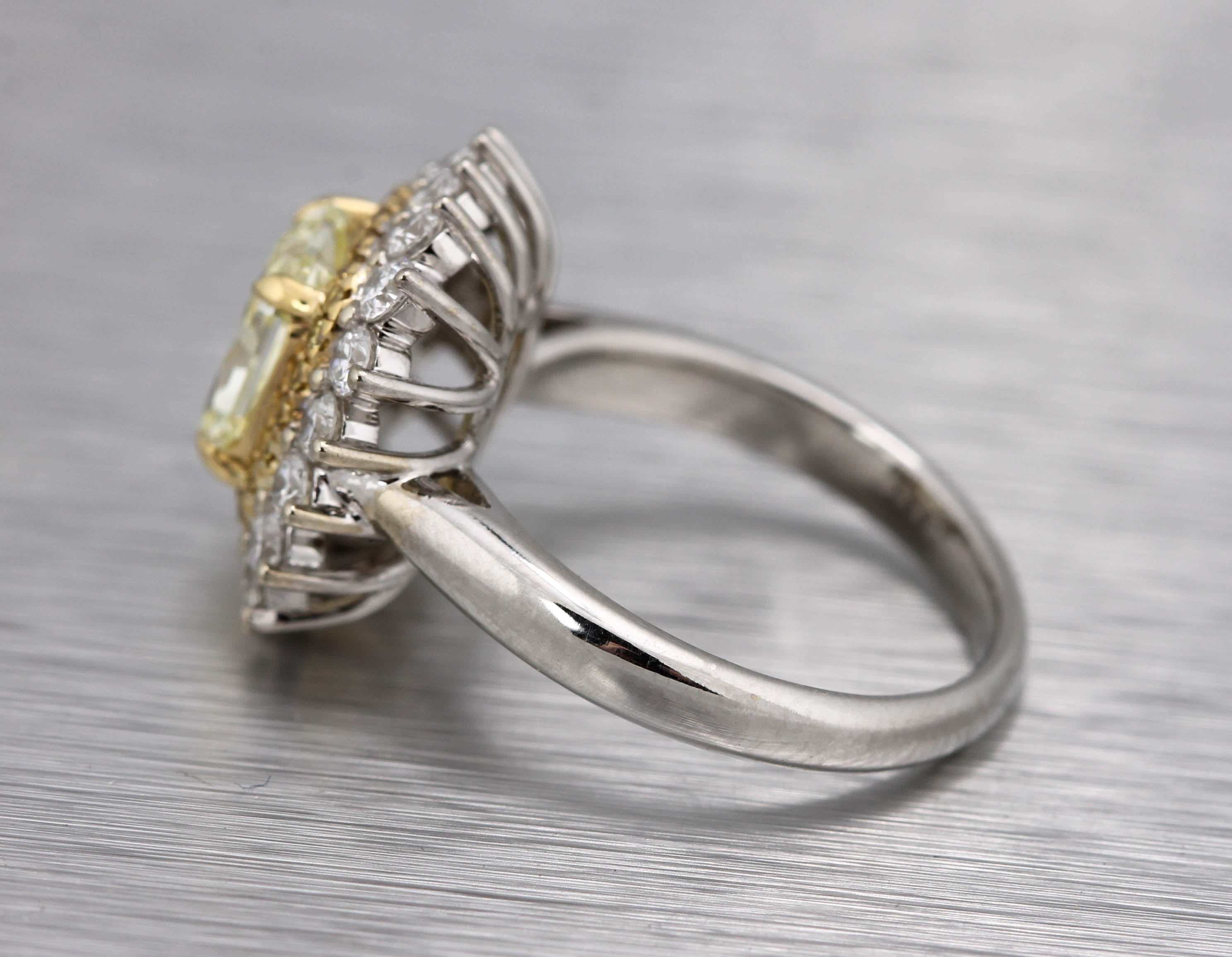 Stunning Ladies Estate 18K White Yellow Gold 2.26ctw Diamond Cockail Ring EGL