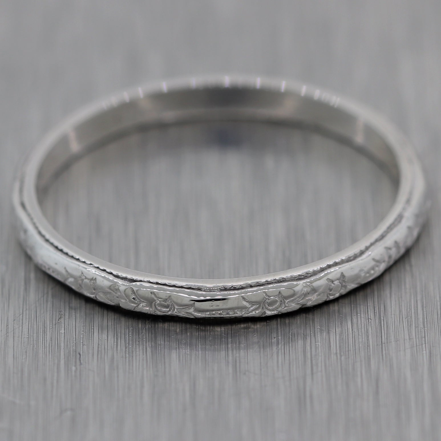 1930's Antique Art Deco 18k White Gold Etched Wedding Band Ring