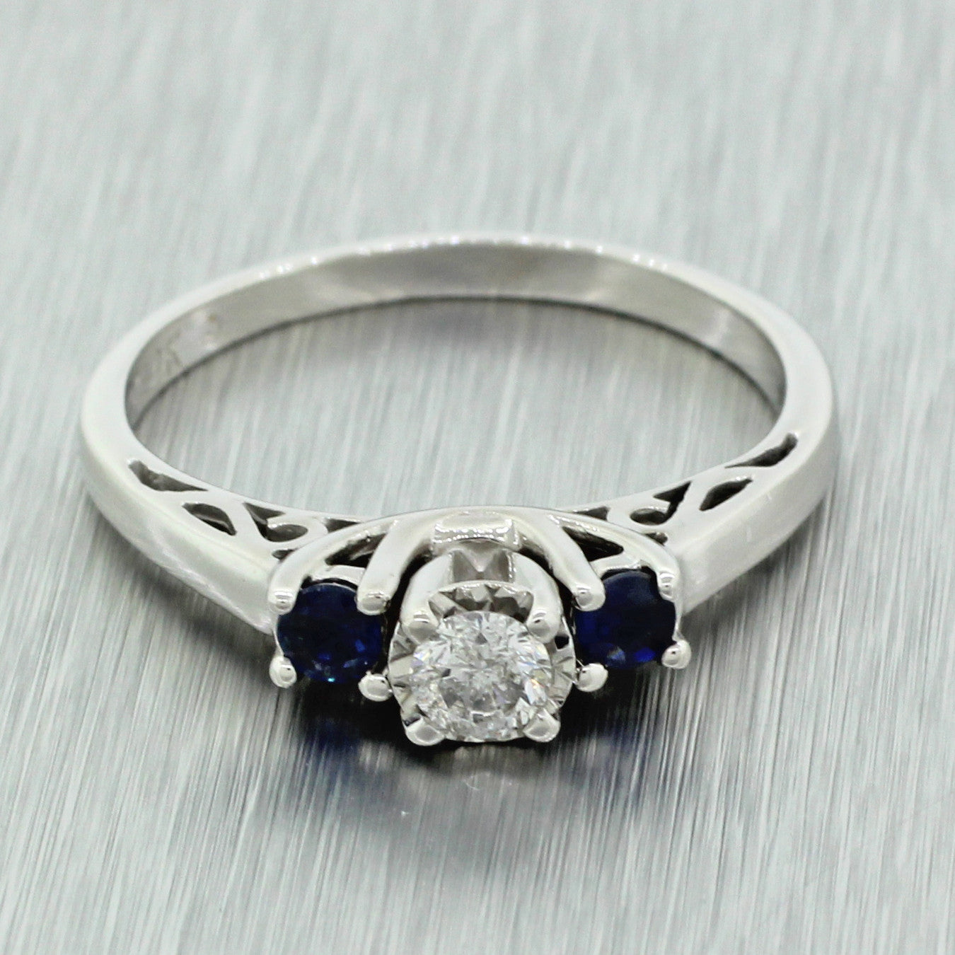 Vintage Estate 14k Solid White Gold .15ct Diamond Engagement Ring w. Sapphire