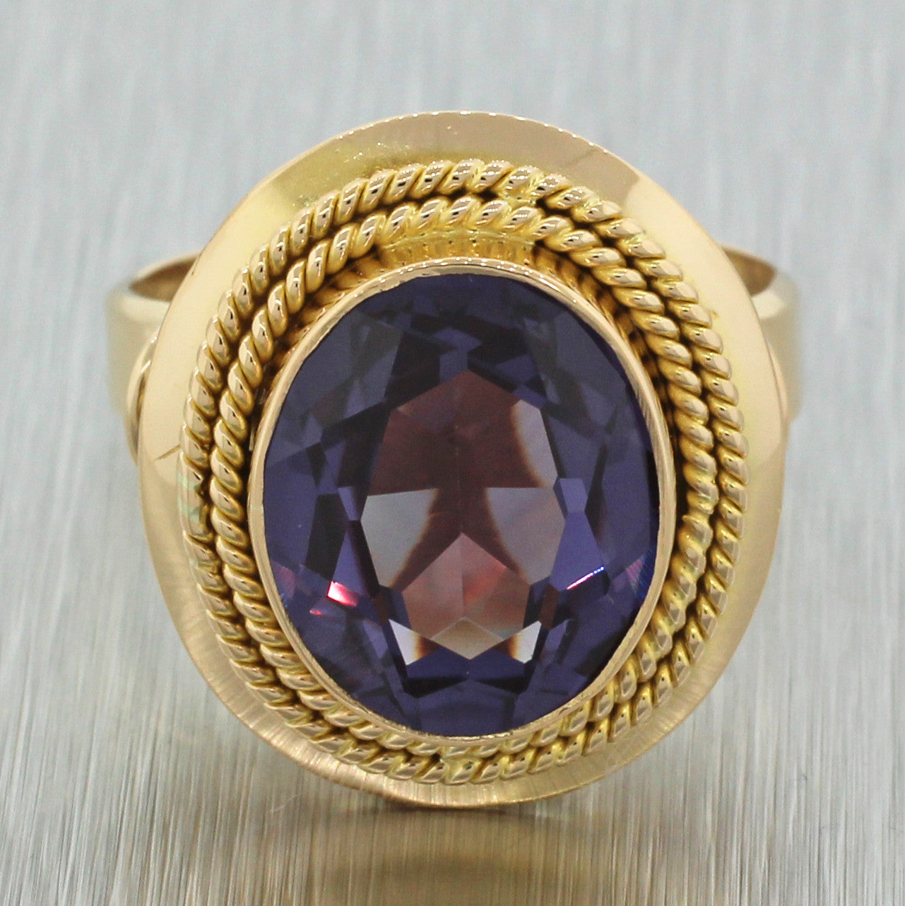1960s Vintage Estate Women's 18k Yellow Gold Amethyst Filigree Cocktail Ring