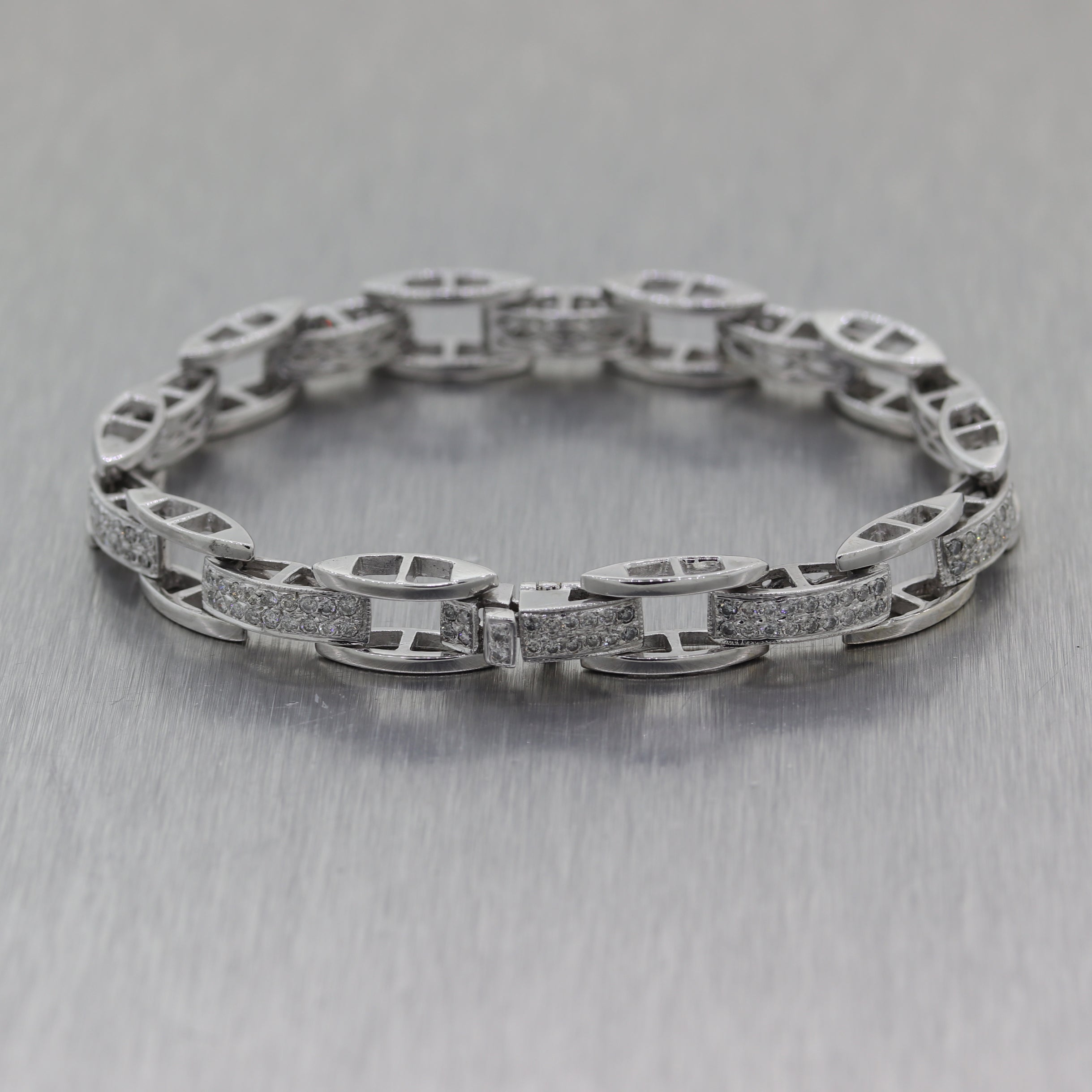 Modern 14k White Gold 1.80ctw Diamond Bracelet