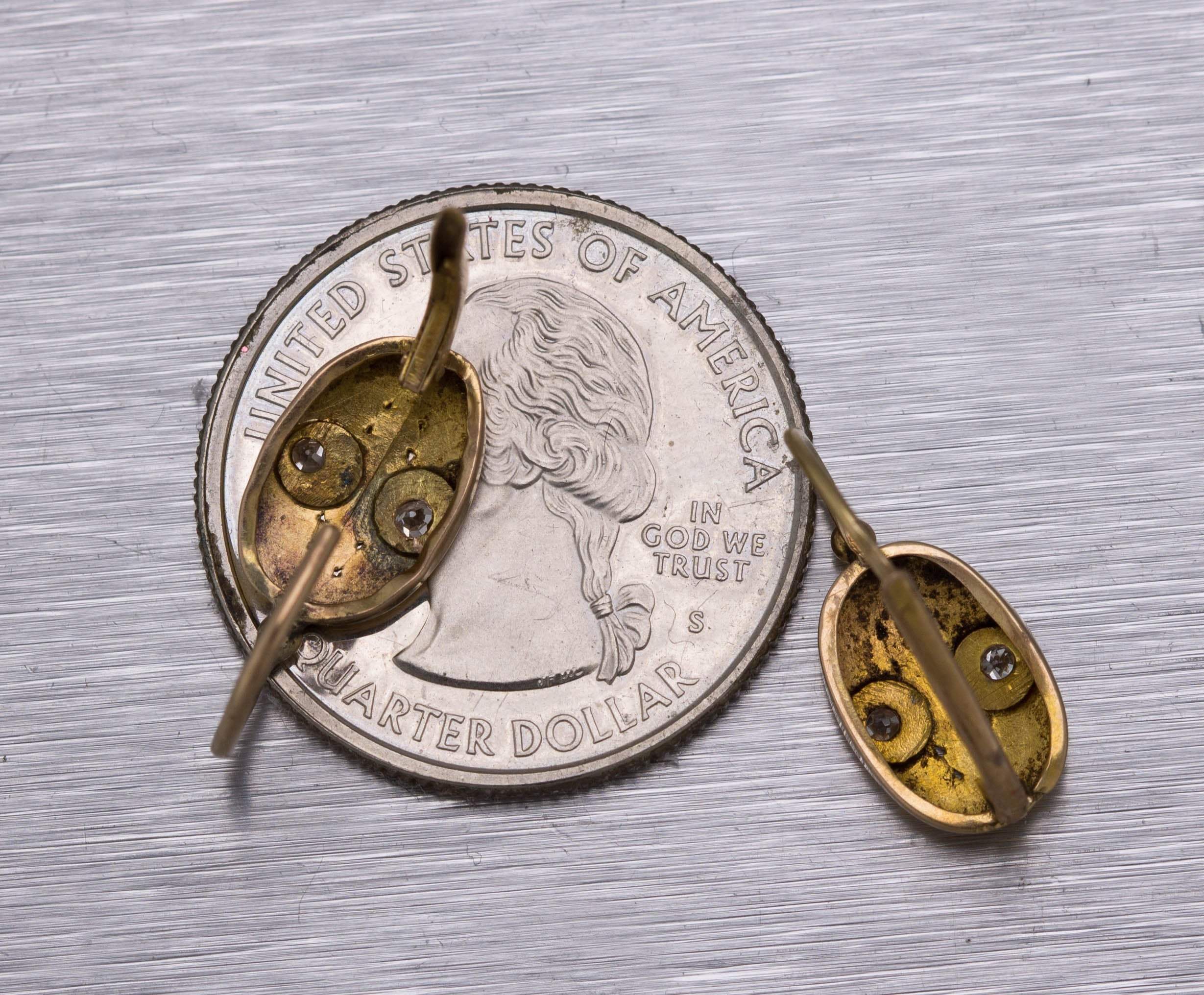 Ladies Antique Victorian 14K Yellow Gold 0.08ctw Diamond Etched Drop Earrings