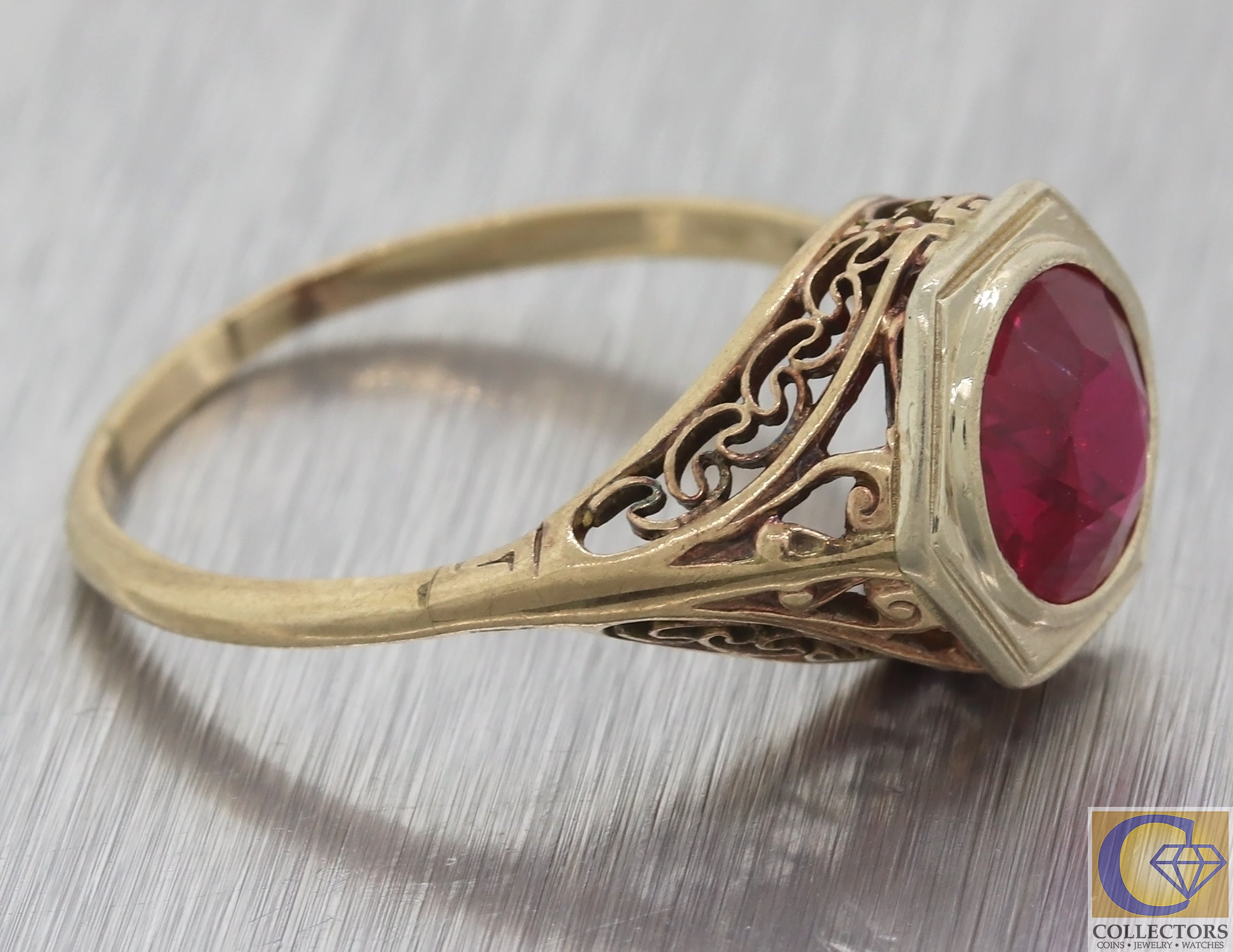 1940s Antique Art Deco 10k Yellow Gold Filigree Red Stone Cocktail Ring F8