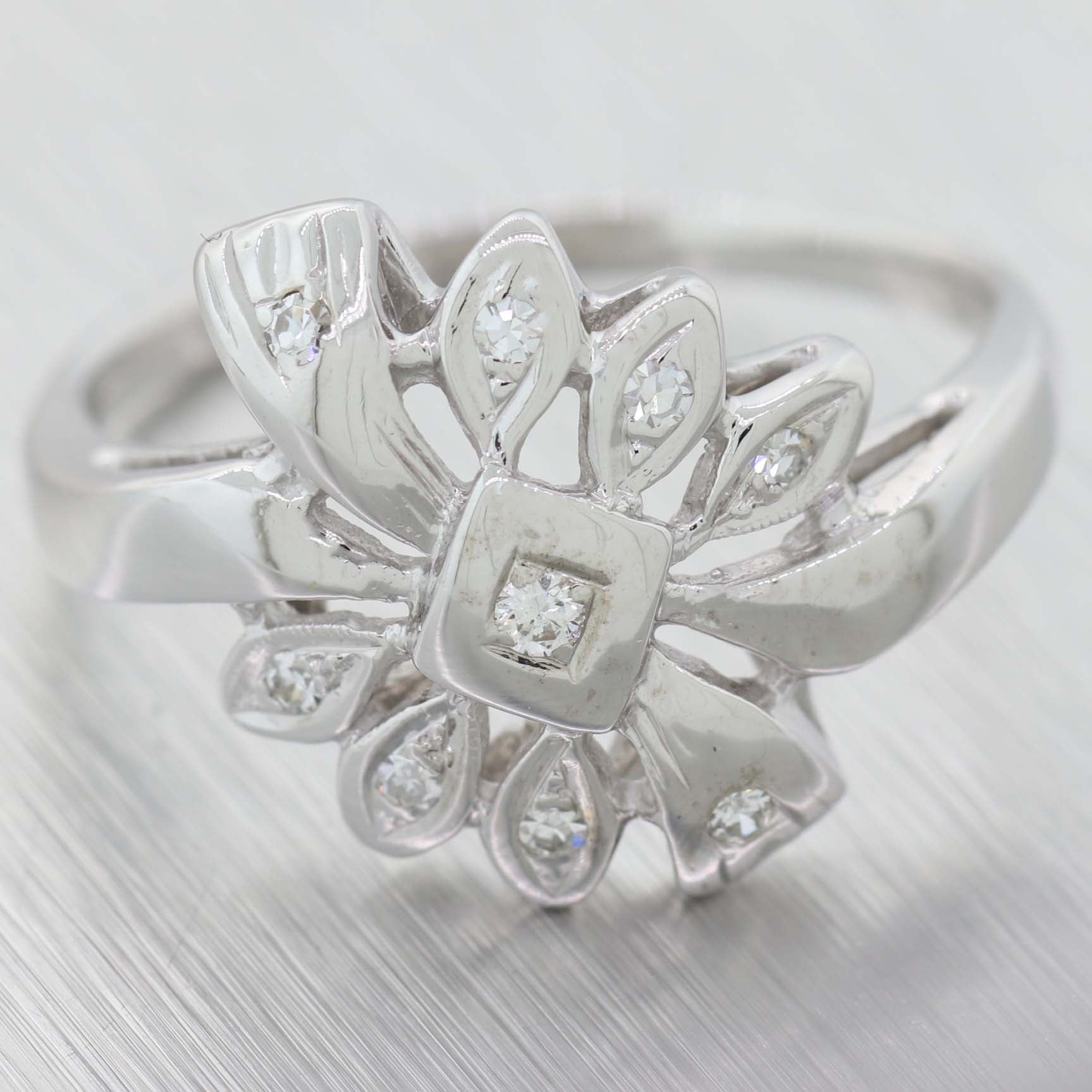 1930's Antique Art Deco 14K White Gold 0.20ctw Diamond Flower Ring C9