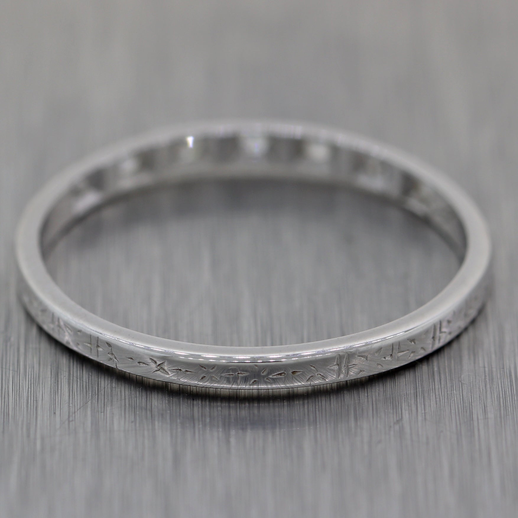 1920's Antique Art Deco 18k White Gold 0.15ctw Diamond Etched Wedding Band Ring