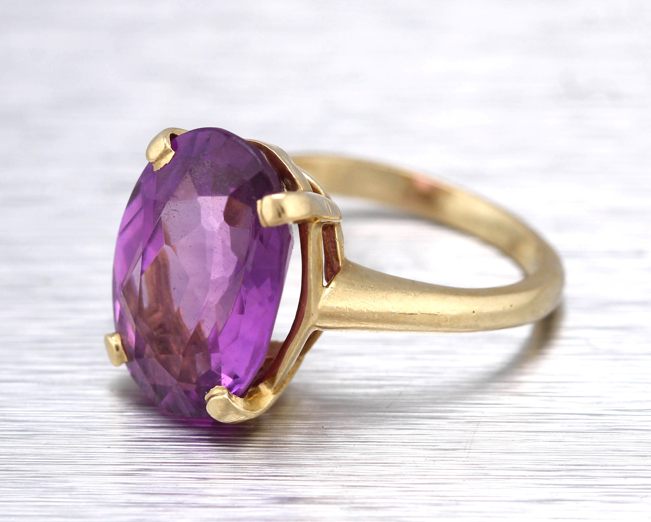 Lovely Ladies Estate 14K Yellow Gold 14x10mm Amethyst Gemstone Cocktail Ring