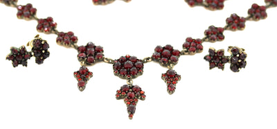 Antique Victorian 1880s 11ctw Bohemian Garnet Festoon Necklace Earring Set