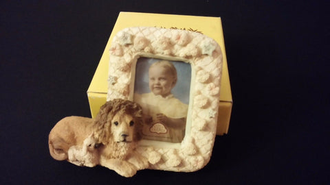 Small Resin Standing Picture Frame Lion & Lamb Nursery Baby Photos
