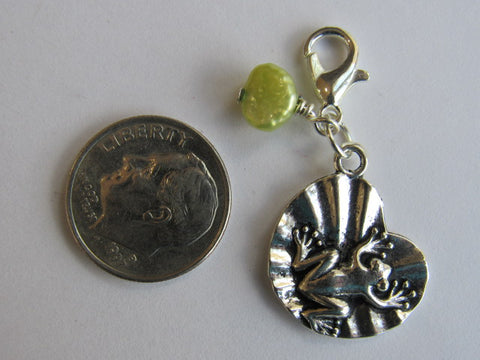 Zipper Pull w/Baroque Pearl ~ Frog on Lily Pad (light green pearl)
