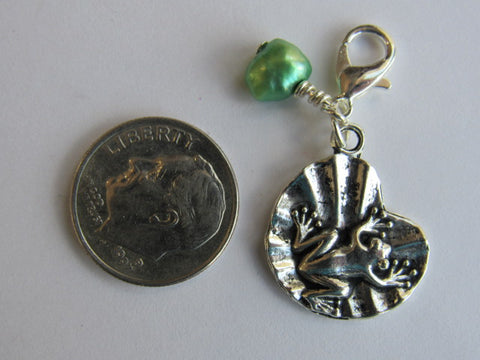 Zipper Pull w/Baroque Pearl ~ Frog on Lily Pad (green pearl)