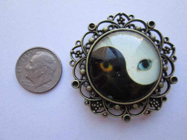 Glow in the Dark Cats Eyes Needle Minder