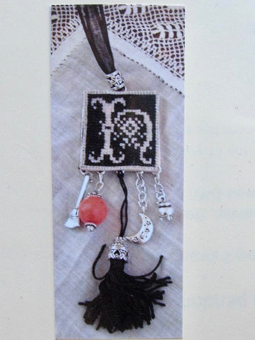 Rovaris ~ Halloween Necklace Kit