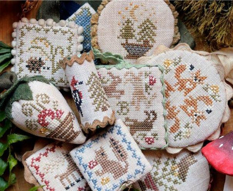 Heartstring Samplery ~ Festive Little Fobs 7 - Woodland Edition