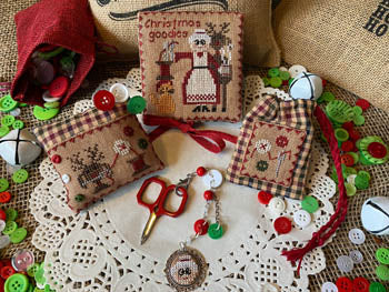 Mani di Donna ~ Mrs. Claus Goodies Sewing Set & Finishing Info - w/accs